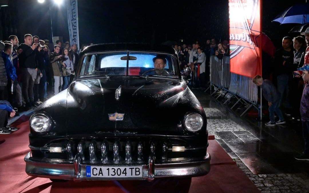Ретро автомобил ДеСото на изложба в двора на Националния исторически музей