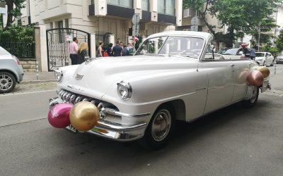 На бал и сватба с класически автомобил ДеСото кабриолет