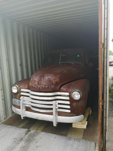 02.retro-chevy-1952