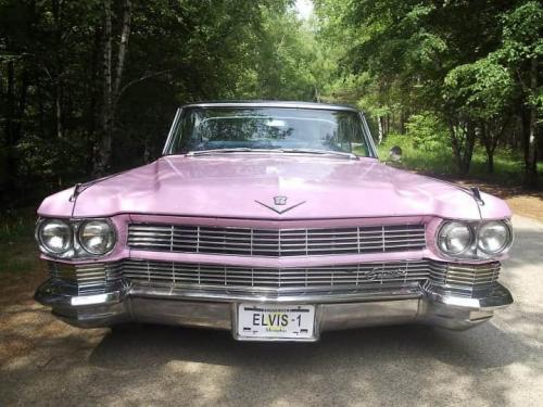 Елвис 1 - розова ретро кола Кадилак