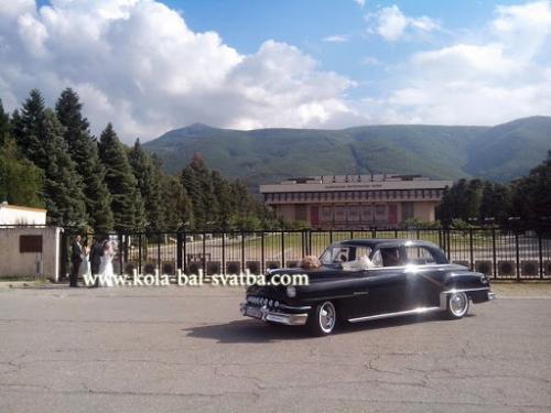 retro avtomobil za prekrasna svatba